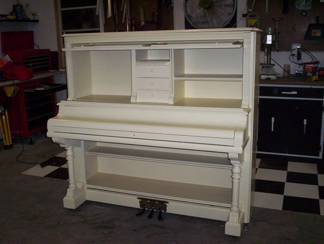 http://pianodesk.com/images/Desk20/100_6058.JPG